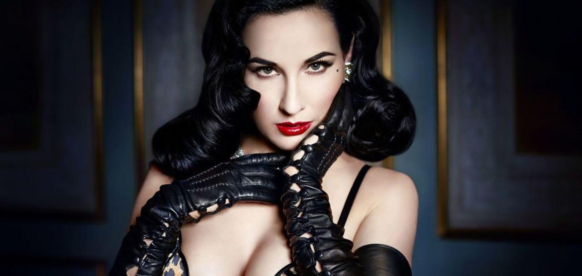 Американська королева бурлеску засвітила в мережі пишні груди