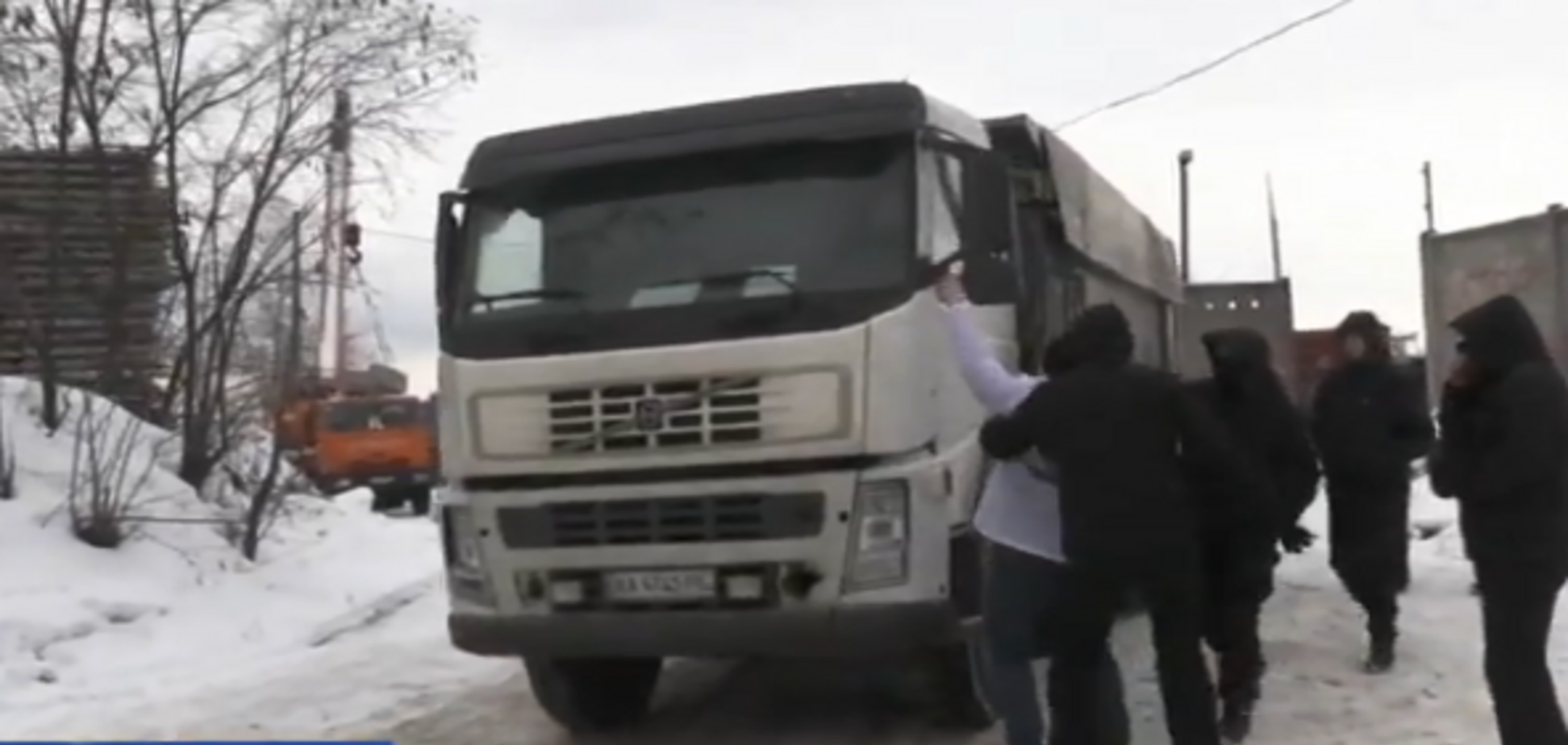 Несмотря на запрет: скандальный 'Мостобуд' продолжает воровать песок на Выдубичах