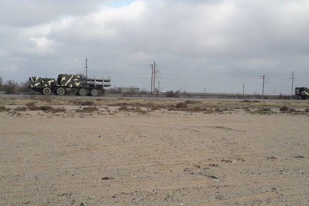 ''Не обляпайтесь!'' В сети засветили военную колонну РФ по дороге в Крым