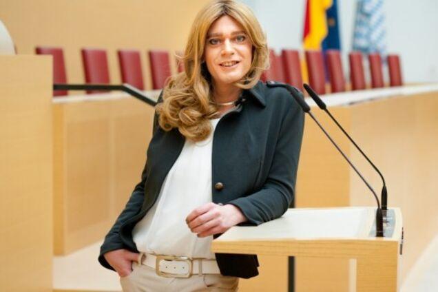 ''Я считаю себя женщиной'': немецкий депутат-мужчина удивил заявлением