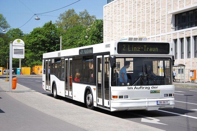 gorodskoj-avtobus-neoplan-iz-germanii-i-