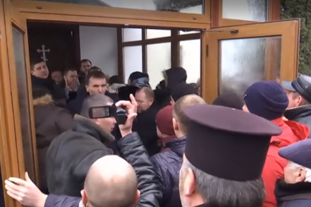 ''Бог – россиянин?'' На Волыни с боем выгнали из храма духовенство МП