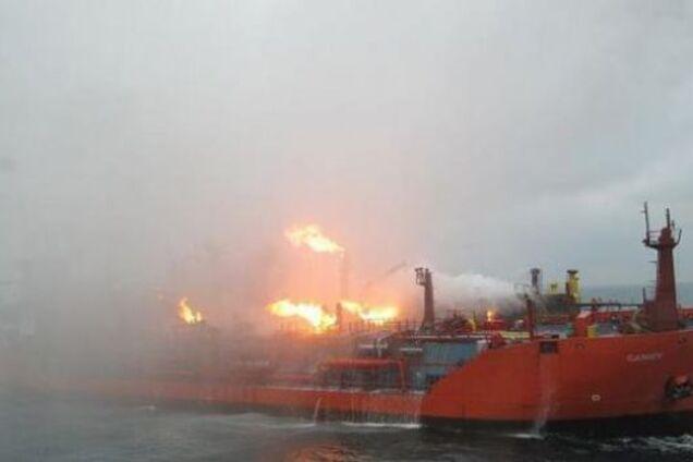Горящие танкеры дрейфуют! Стало известно о новой угрозе для Крымского моста
