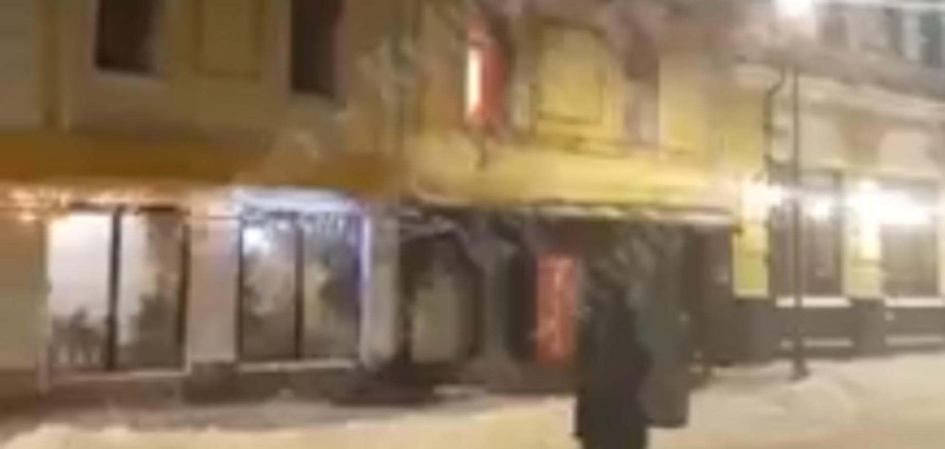 Людей срочно эвакуировали: в ресторане Киева произошло опасное ЧП. Опубликовано видео