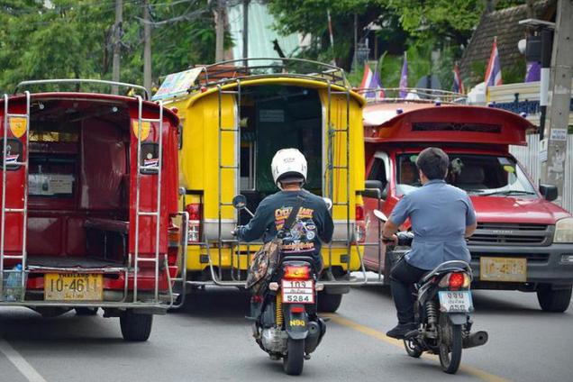 Вылетел в глубокую канаву: в Таиланде трагично погиб российский турист