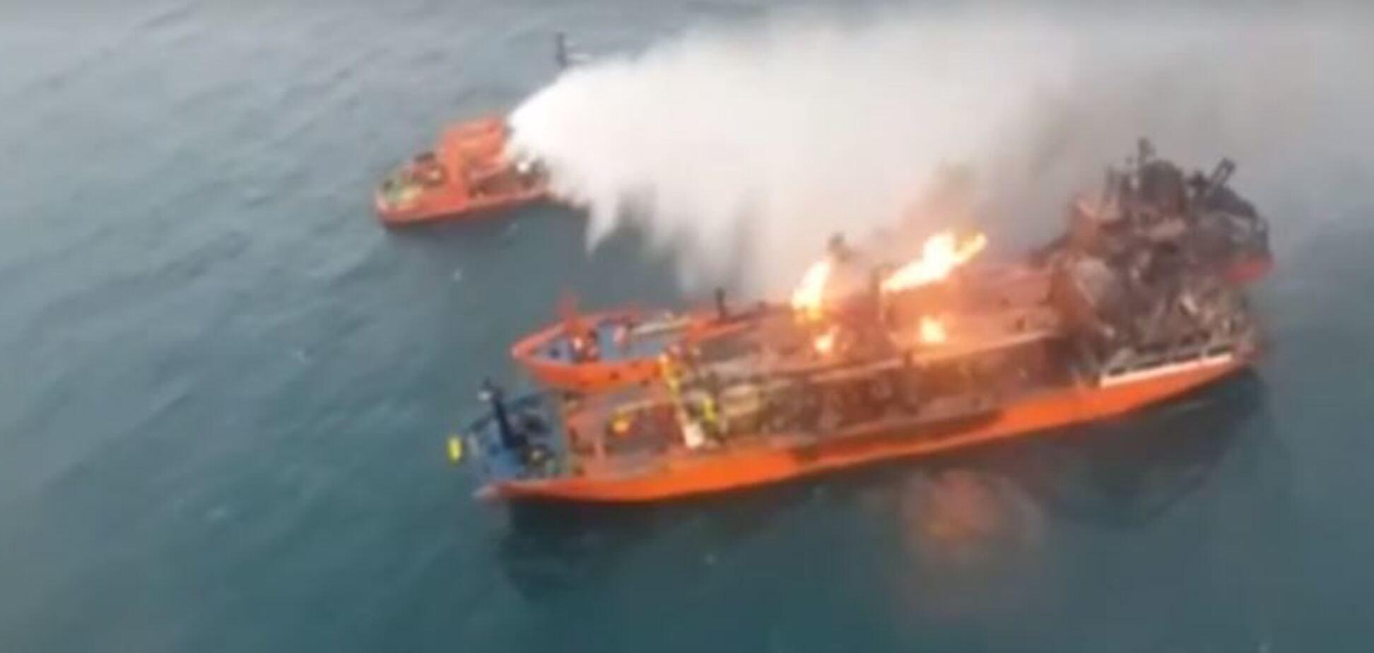Горящие в Черном море корабли вынесло к берегам Крыма