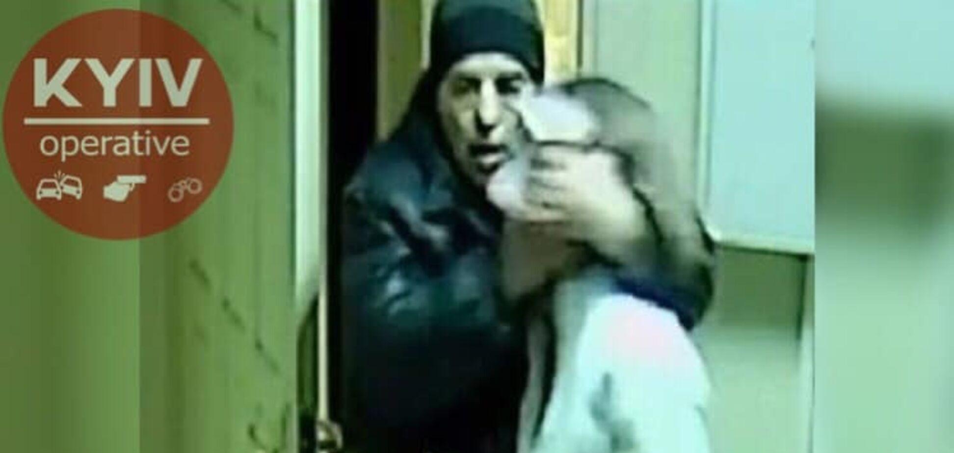 Затащил провизора в подсобку: в аптеке Харькова произошло жуткое преступление. Фото злодея
