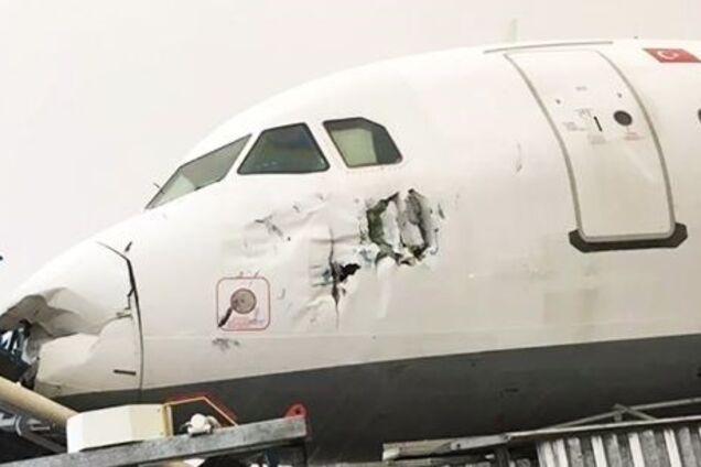 На турецкий аэропорт обрушился мощный смерч: 12 пострадавших