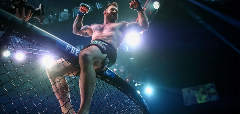 ''Да ну нах'': экс-чемпиона UFC поразил нокаут ''хрустальной бороды Емельяненко''