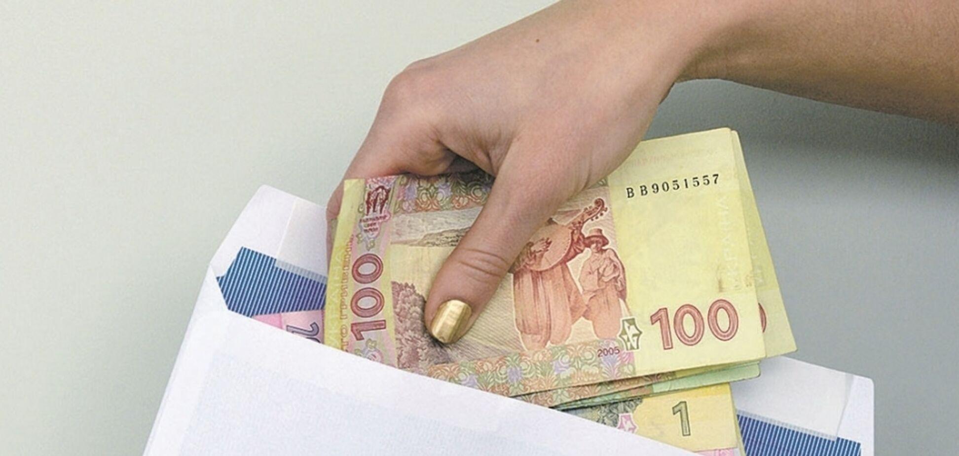 Українців хочуть радикально карати за зарплати в конвертах: чого чекати