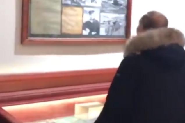 Володимир Путін на виставці у Санкт-Петербурзі