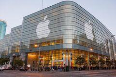 Акции Apple рухнули до рекордных показателей: что происходит