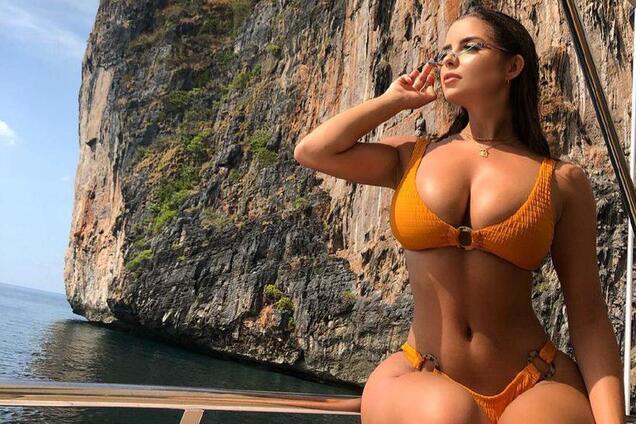 """Сексуальная модель-""""копия"""" Ким Кардашьян показала аппетитные формы photo"""