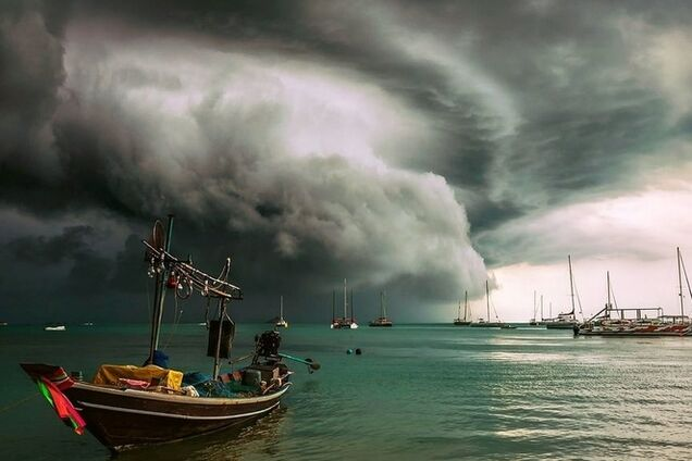 ''Гигантский сом'': Таиланд накрыл сильнейший за полвека шторм