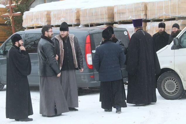 """""""Ідіть геть!"""" У Вінниці на журналістів напали біля церкви УПЦ МП: фото і відео з місця подій"""
