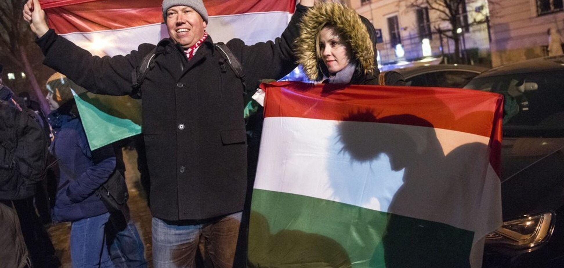''Рабський закон!'' Угорщину охопили протести проти влади, яка нападала на Україну
