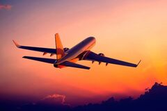 Українцям аж літаків забракло