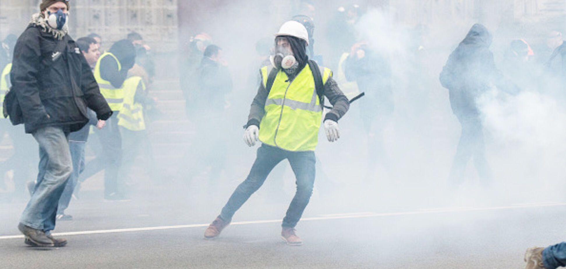 Во Франции вспыхнула новая волна протестов: опубликованы фото и видео