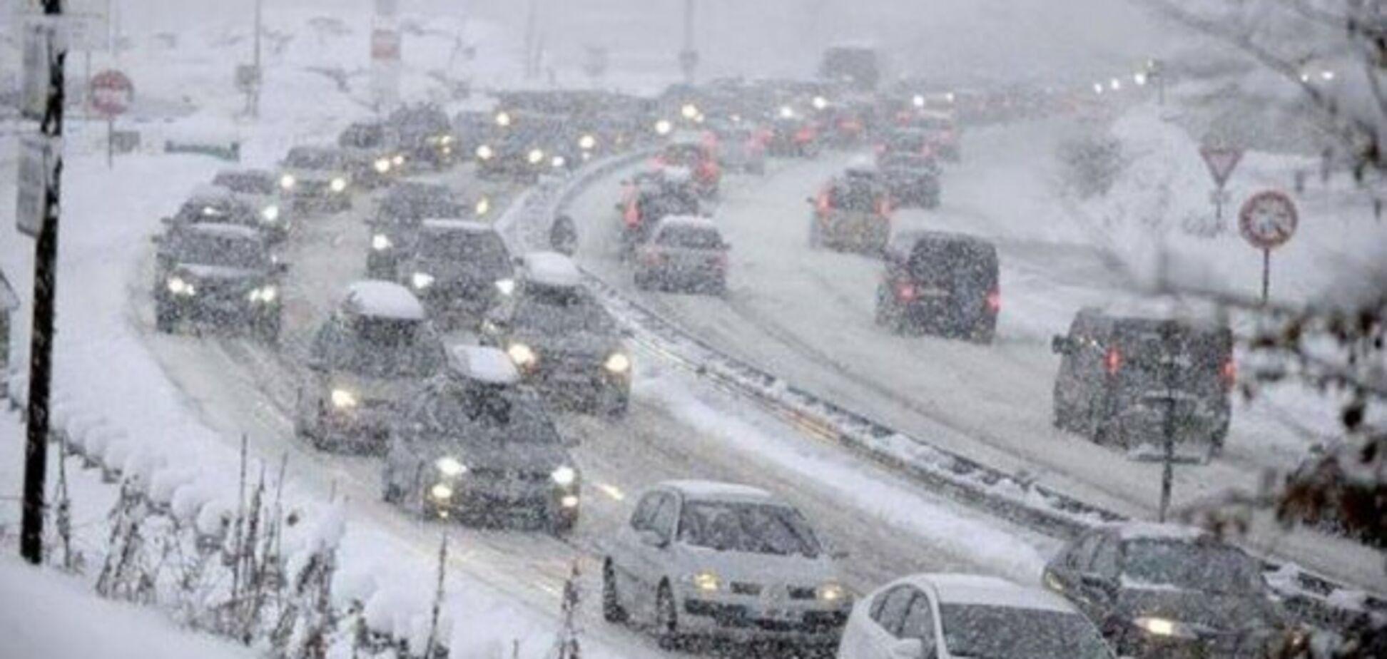 Из-за снегопадов 'Киевавтодор' работает в усиленном режиме