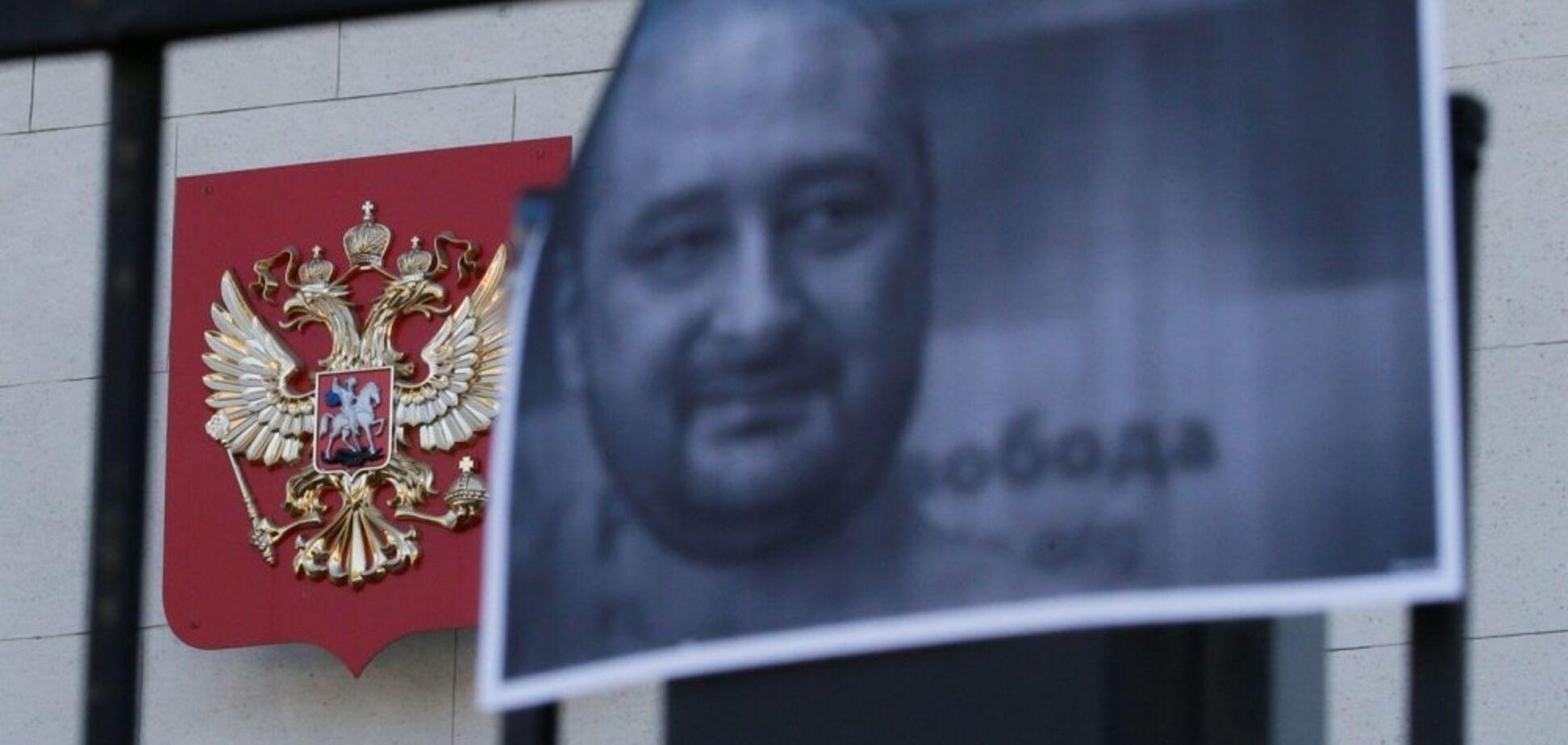 ''Посмотрите в свой паспорт!'' Российский журналист разозлил украинцев советами о выборах