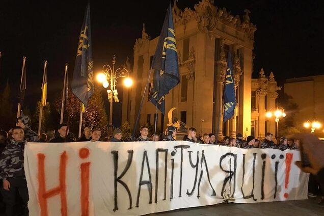 """Нет капитуляции!"" Зеленскому устроили протест"