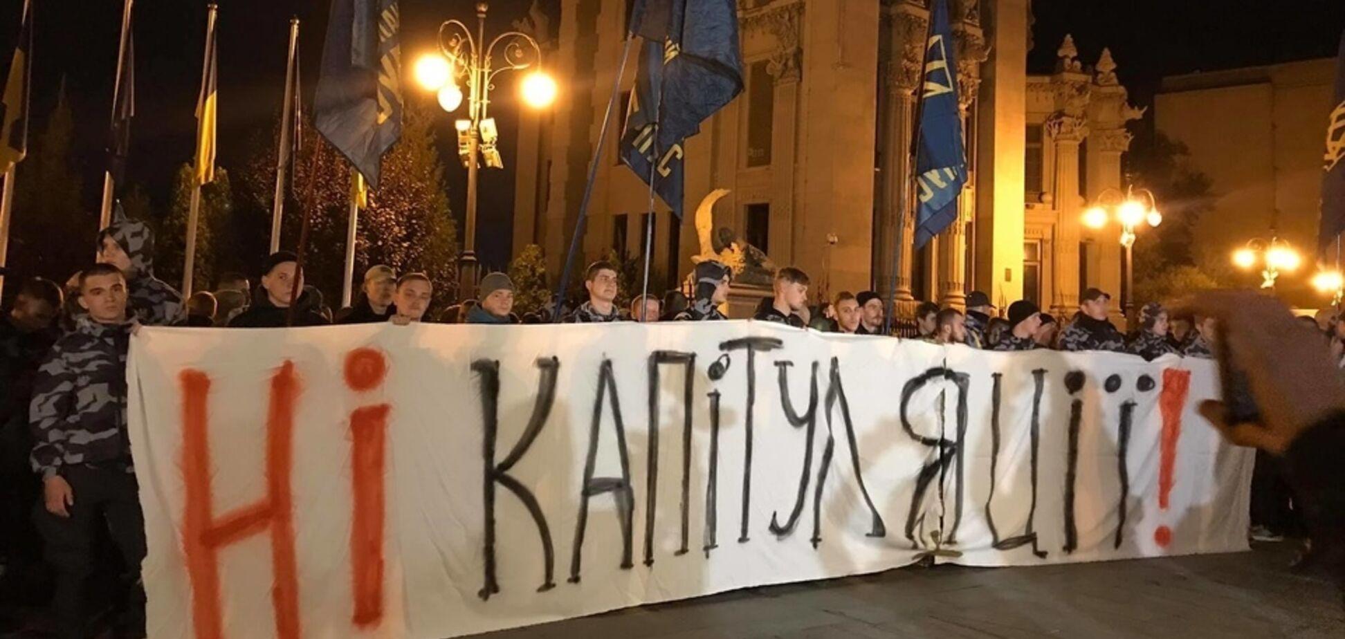 'Нет капитуляции!'Зеленскому устроили протест