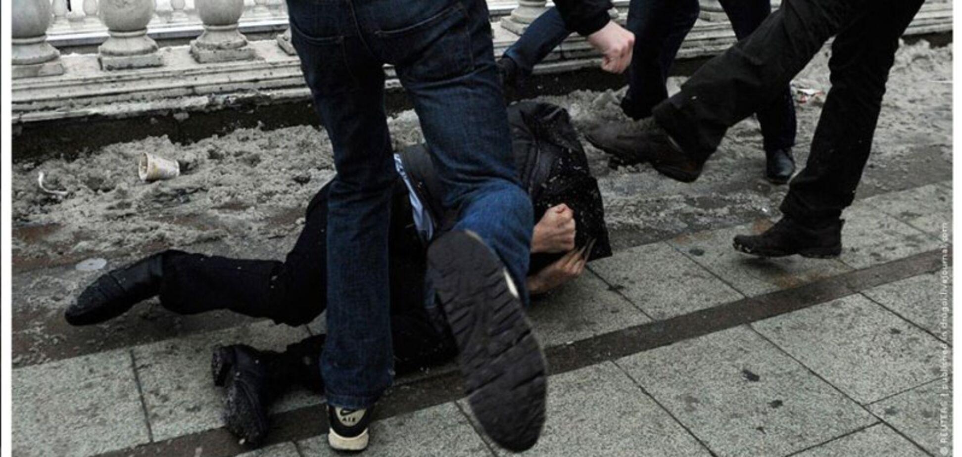 В Днепре охранники жестоко избили мужчину: видео 18+