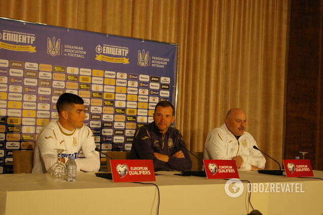Андрей Шевченко (в центре)