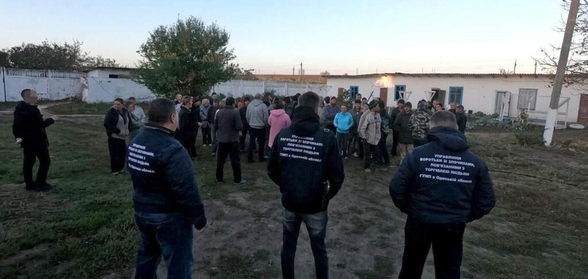 Під Дніпром десятки людей завербували в рабство: відео звільнення