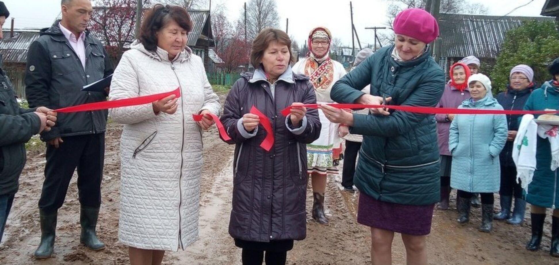 'Урочисте відкриття бруду': у Росії висміяли ремонт доріг
