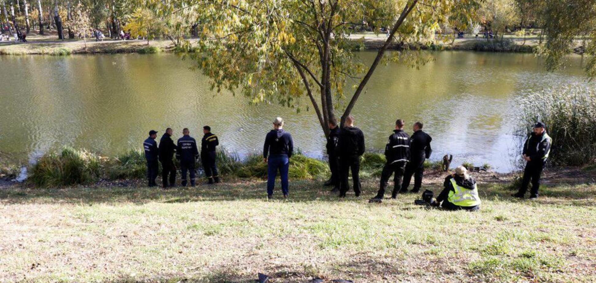 В парке Киева нашли труп мужчины: фото и видео 18+