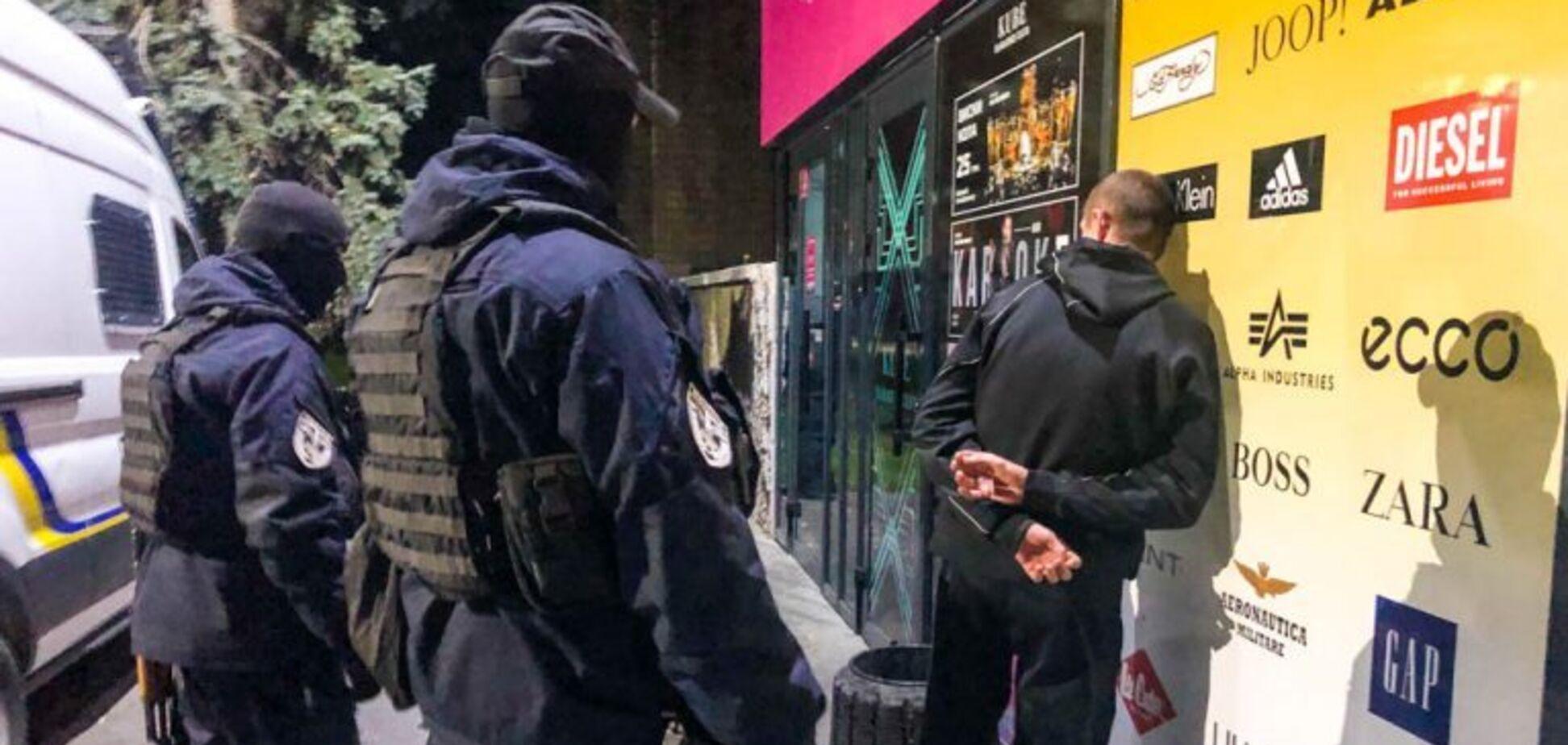 Під Дніпром поліція влаштувала масову нічну облаву: затримано 20 осіб