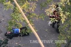 Нокаут ногою в голову: в Дніпрі хлопець по-звірячому побив дівчину на вулиці