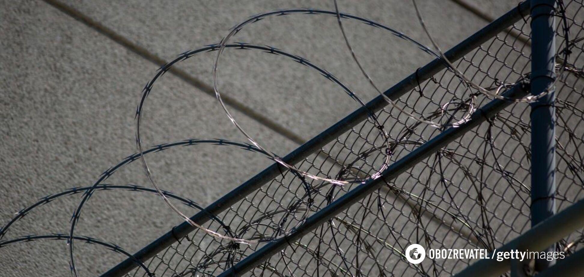 Із в'язниці втекли ув'язнені, але повернулися назад з пляшкою віскі