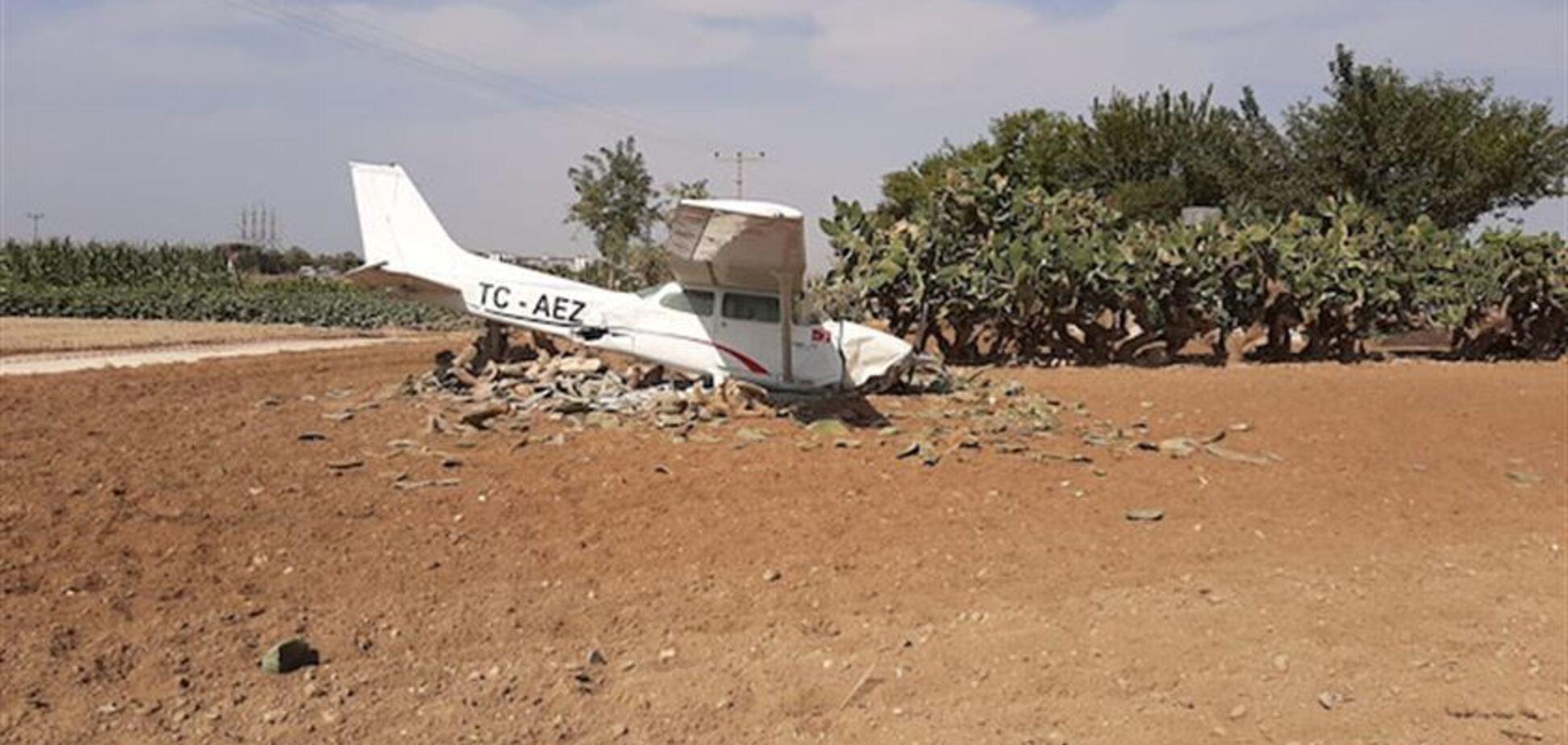 На відомому курорті Туреччини впав літак: перші фото