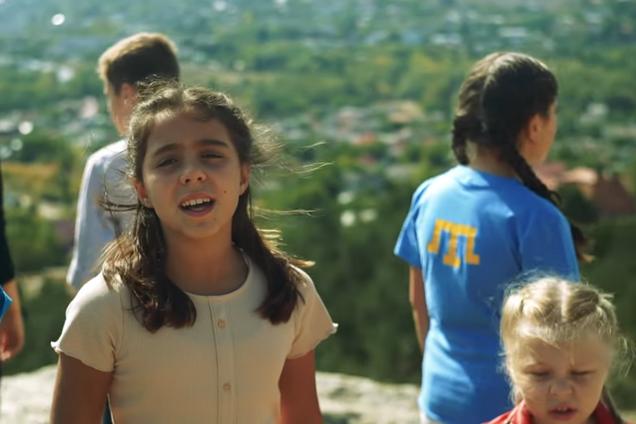 Діти в Криму заспівали зворушливу пісню українською мовою