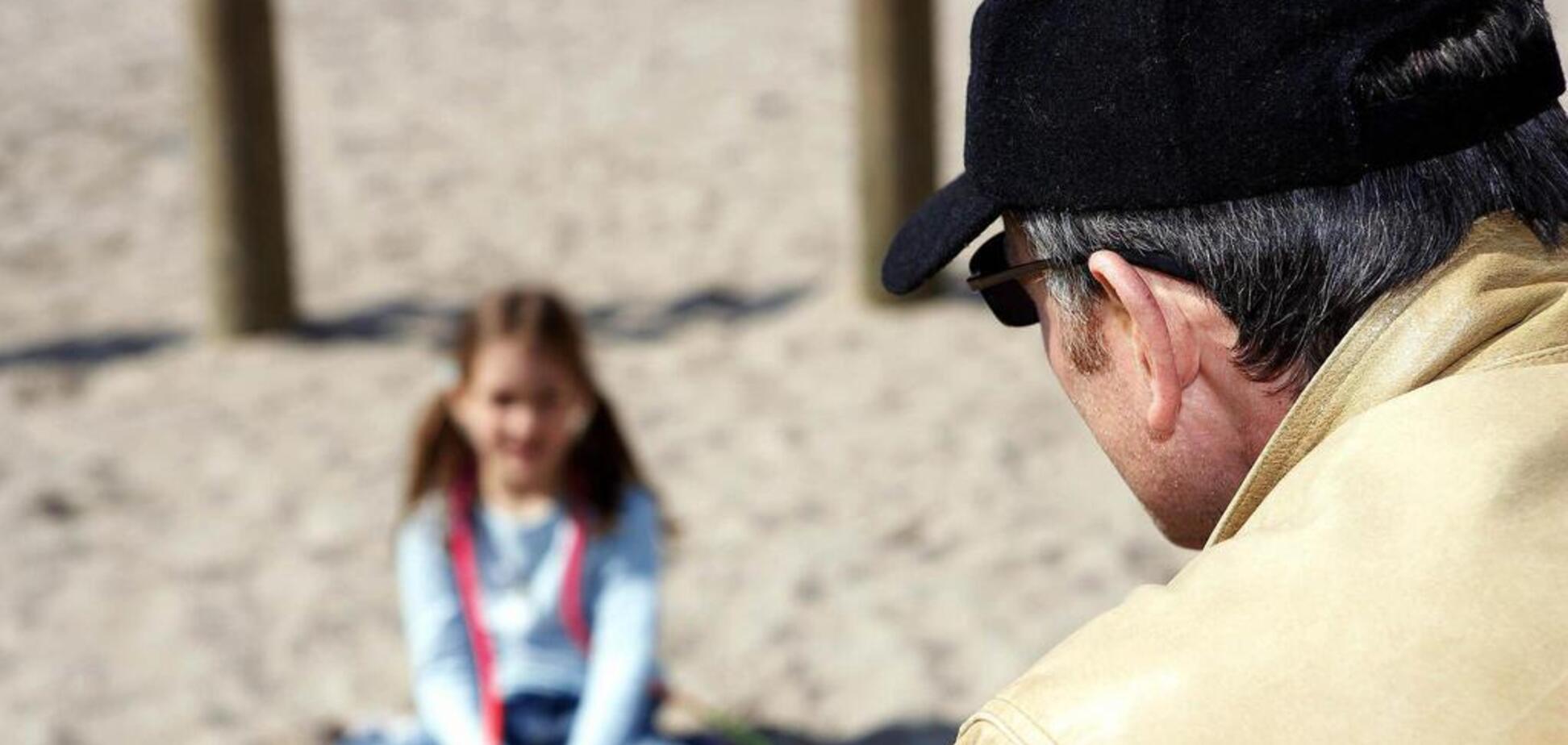 Киянка звинуватила чоловіка в домаганнях до дітей