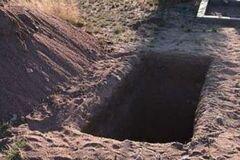 <strong>Жил три дня в могиле</strong>: пара откопала на кладбище новорожденного ребенка