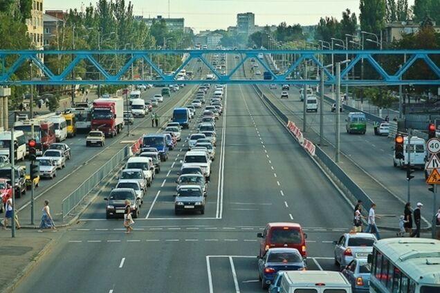 Міськрада хоче обмежити двоженіе вантажівок на Слобожанському проспекті
