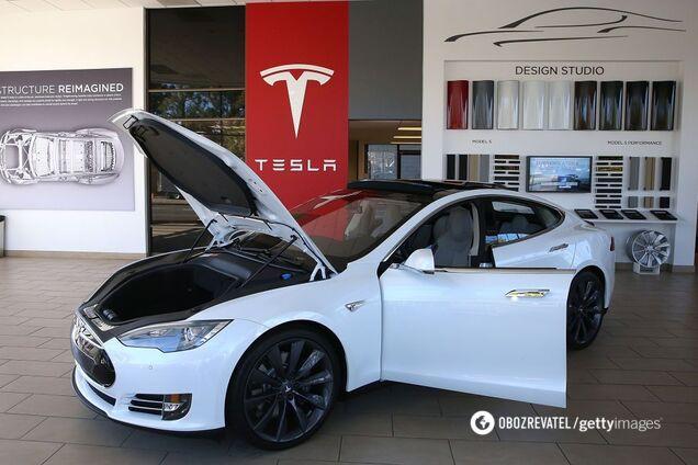 В електромобілях Tesla знайшли критичний дефект