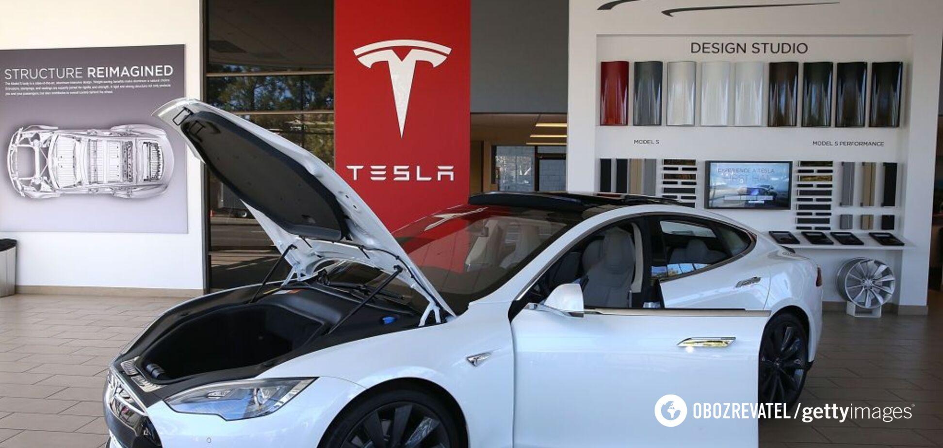 'Буквально згоряє': в електромобілях Tesla знайшли критичний дефект