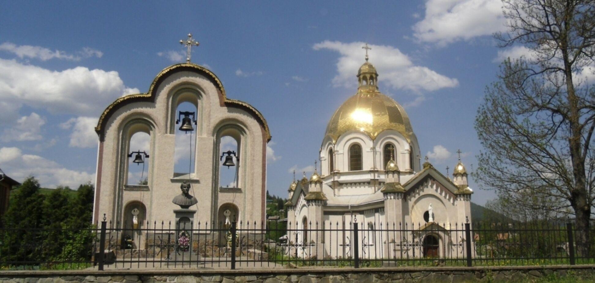 Церква в Славському