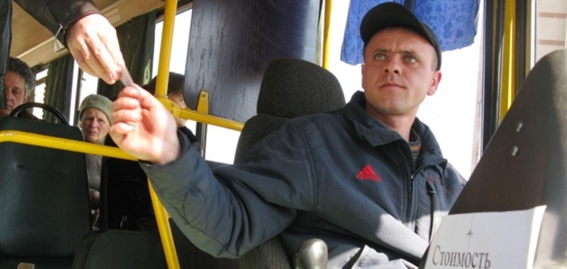 'Наб'ю тобі морду!' У Дніпрі водій маршрутки 'зчепився' з пасажиркою