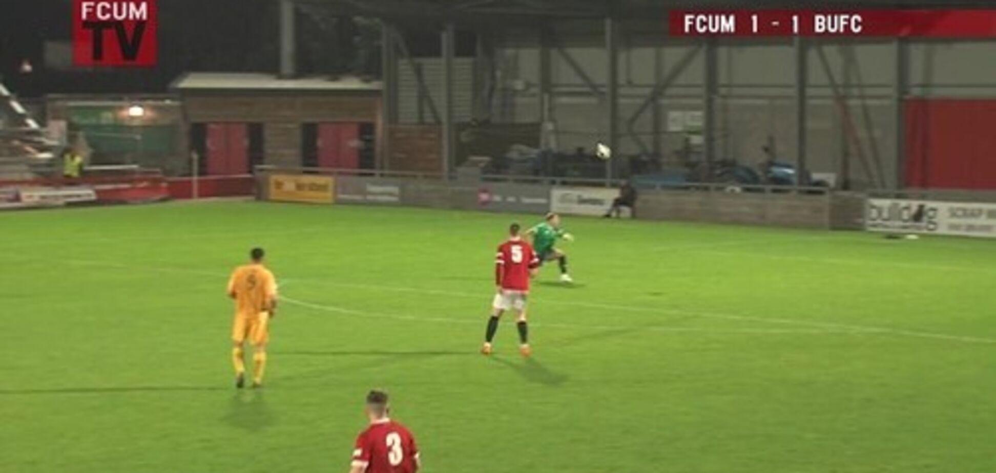 Английский футболист забил гол головой ударом через полполя