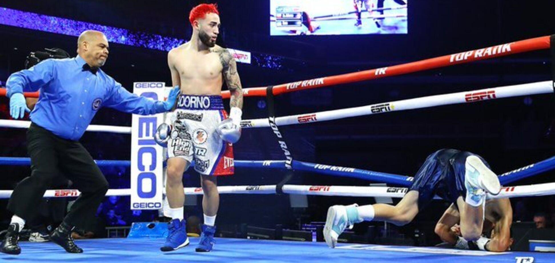 Непереможний боксер нокаутом повісив суперника на канати - опубліковано відео