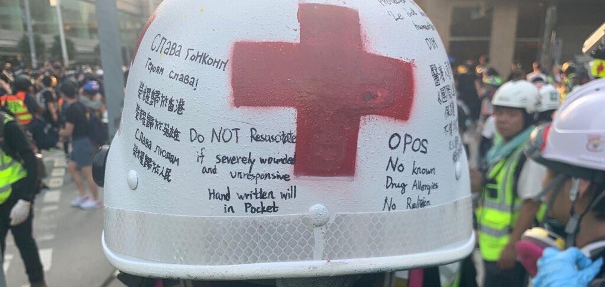 'Героям слава!' У Гонконзі на кровопролитному протесті помітили український знак