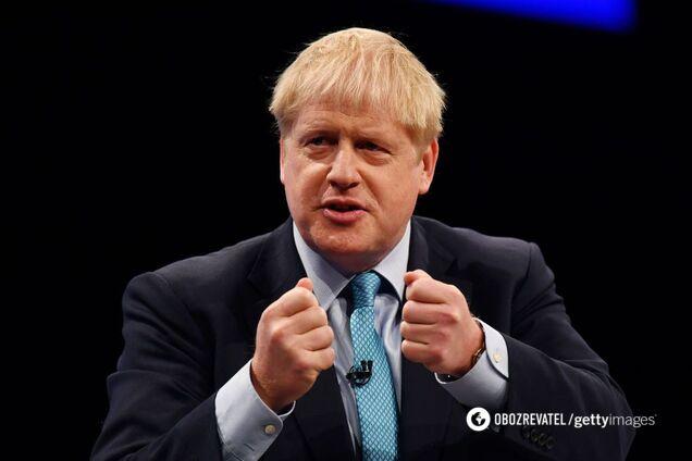 Премьер Британии Джонсон оконфузился на людях