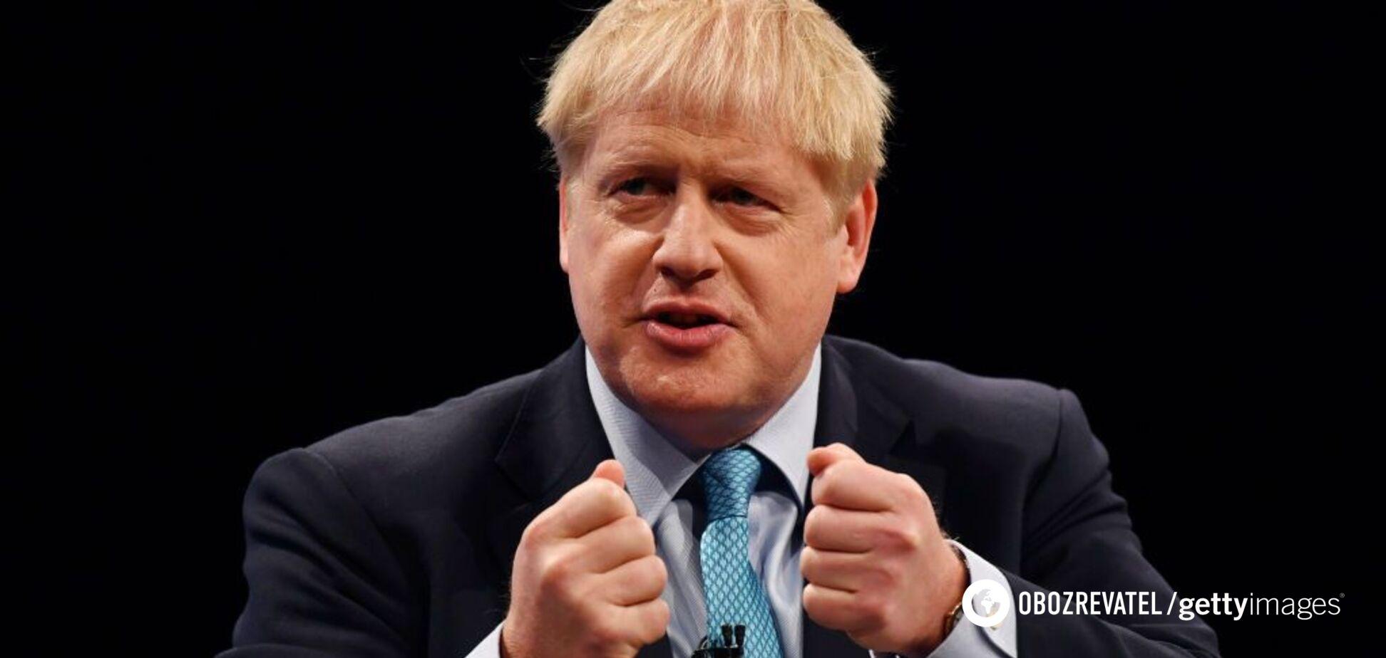 'Цього не повинно бути у вас в руках!' Прем'єр Британії осоромився на людях