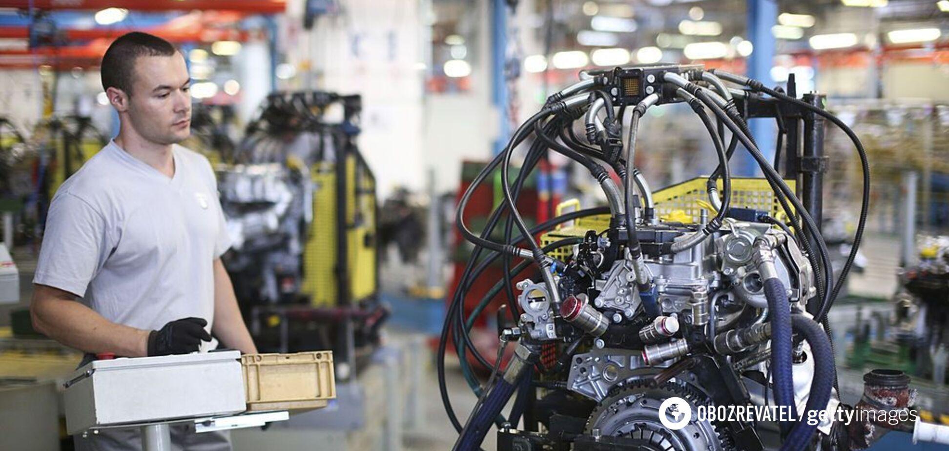 Рабочие крупных автоконцернов обвинили электромобили в своих бедах: что произошло