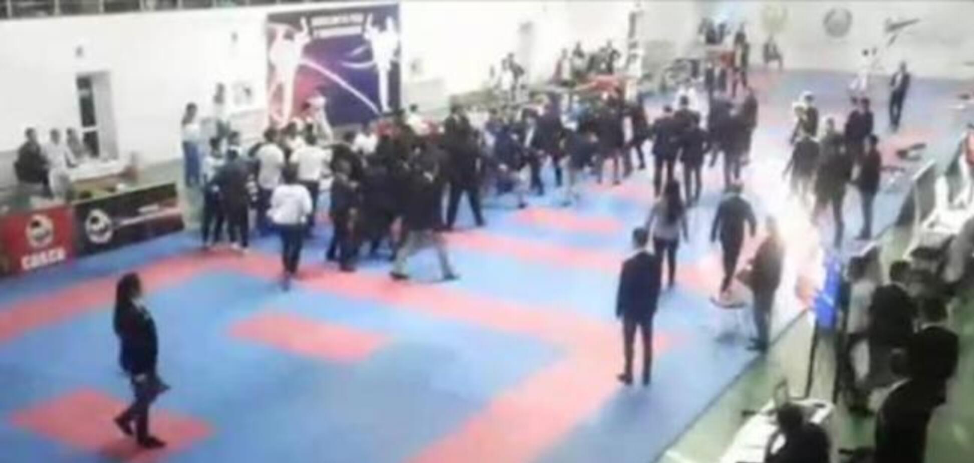 Турнир по каратэ завершился массовой дракой тренеров и судей
